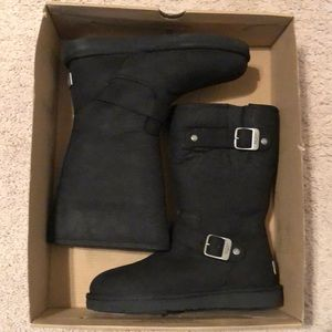 New in box UGG black Sutter boot size 6🙌🏻❤️
